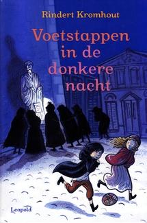 Coverafbeelding van: Voetstappen in de donkere nacht